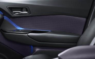 08-Vernieuwend-interieurdesign-voor-hybrid-design-statement-Toyota-C-HR-28062016