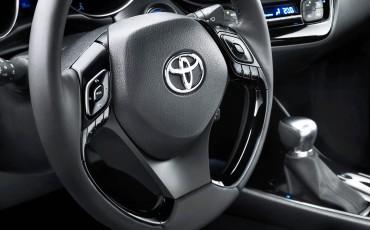 10-Vernieuwend-interieurdesign-voor-hybrid-design-statement-Toyota-C-HR-28062016