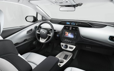 02-Toyota-Prius-White-Edition-2