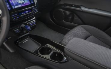 04-Toyota-Prius- Dark-Edition-4