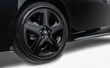 05-Toyota-Prius-Dark-Edition-2