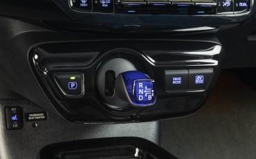 06-Toyota-Prius-Dark-Edition-5