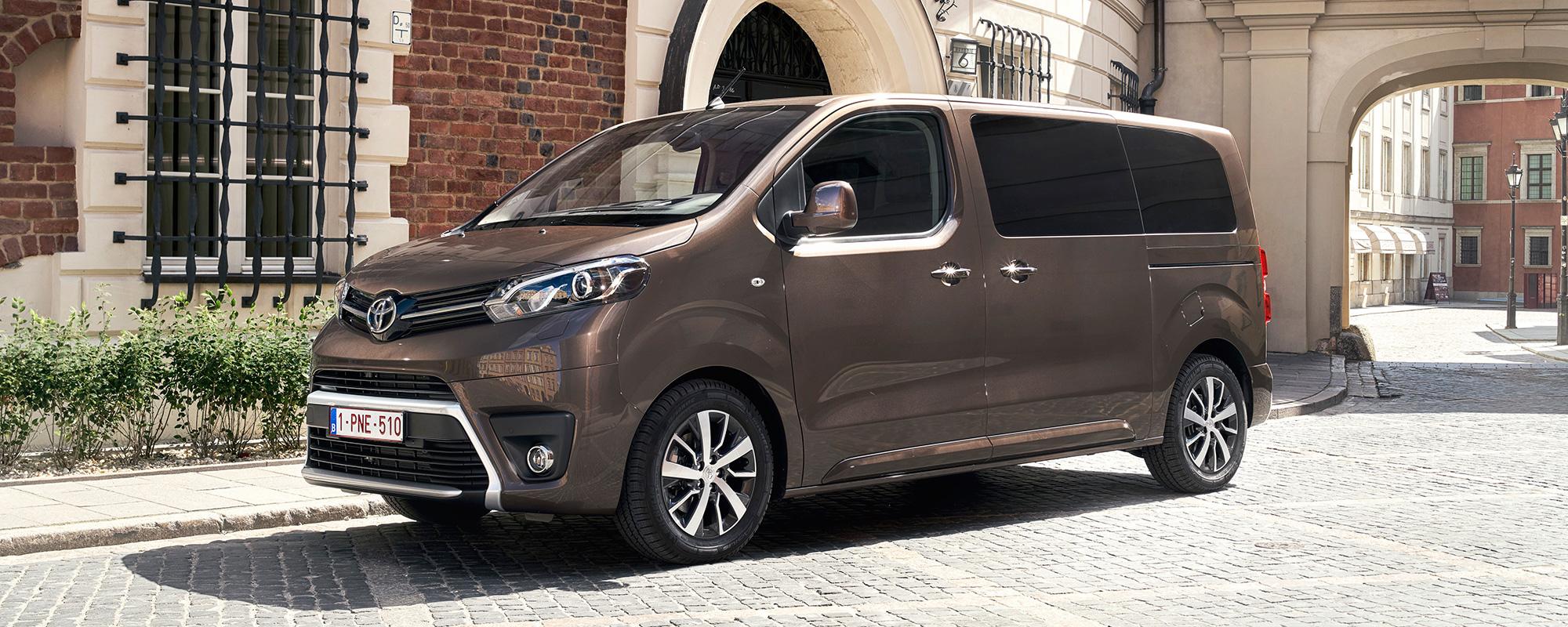 Toyota PROACE SHUTTLE en PROACE VERSO: van functioneel personenvervoer tot VIP-vervoer