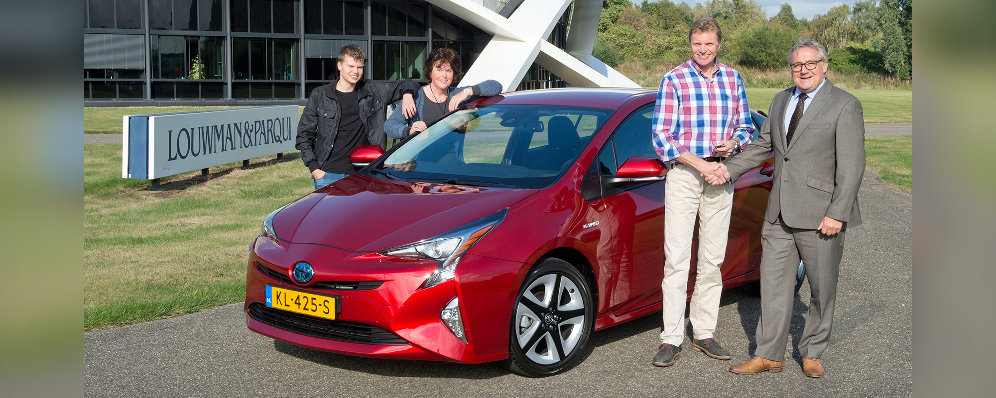 100.000e hybride Toyota van Nederland de weg op