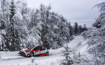 06-Toyota-Yaris-WRC-wint-de-Rally-van-Zweden