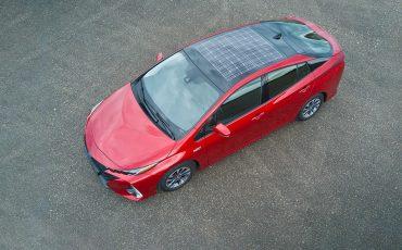 Toyota Prius Plug-in Hybrid rijdt deels op de zon