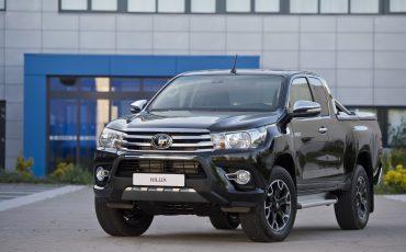 02-Toyota-Hilux-Black-Platinum