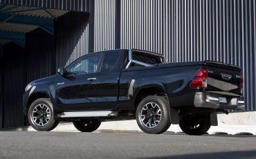 03-Toyota-Hilux-Black-Platinum