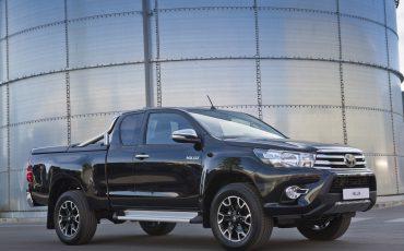 04-Toyota-Hilux-Black-Platinum