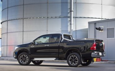 05-Toyota-Hilux-Black-Platinum