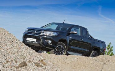 07-Toyota-Hilux-Black-Platinum