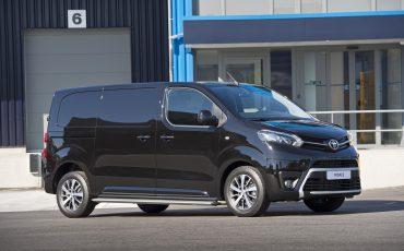 11-Toyota-PROACE-Black-Platinum
