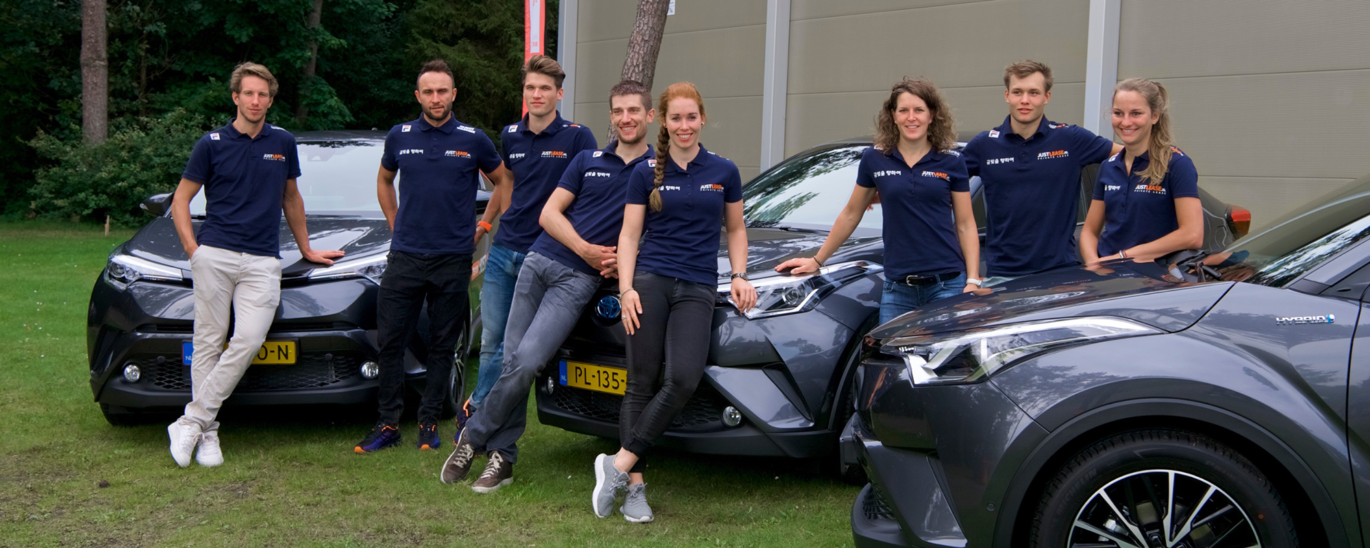 Topschaatsers Team JustLease.nl stappen in hybride Toyota's
