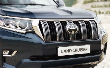 02-Toyota-Land-Cruiser