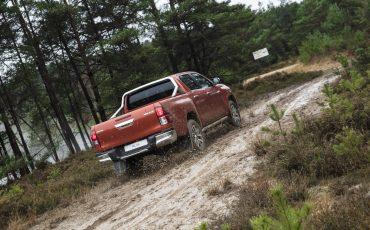 11-Toyota-introduceert-nieuwe-extra-stoere-variant-van-icoon-Hilux