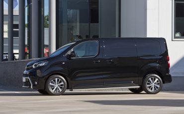 02-Toyota-realiseert-ruim-35-procent-groei-in-bedrijfswagenmarkt-PROACE-Workers