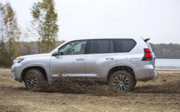 05-Toyota-realiseert-ruim-35-procent-groei-in-bedrijfswagenmarkt-Land-Cruiser