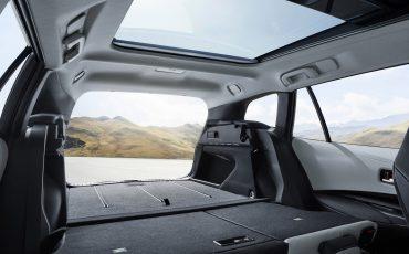 04-Stijlvolle-Toyota-Corolla-Touring-Sports-debuteert-op-Autosalon-van-Parijs