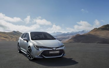 04-Autosalon-van-Parijs-staat-bol-van-Toyota-primeurs-Corolla-Touring-Sport-RAV4-en-Camry-Nieuwe-Toyota-Corolla-Touring-Sports