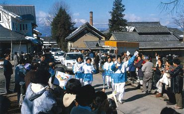05-Harrier-and-1st-Generation-Prius-from-Nagano-1998-Olympic-Torch-Relay