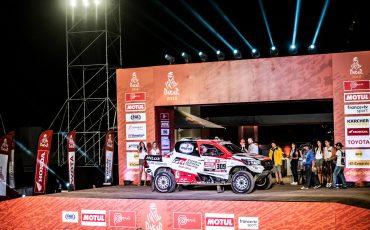 02-Genieten-voor-Bernhard-bij-feestelijke-start-Dakar-2019
