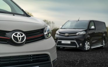 02-Toyota-PROACE-Grey-Platinum