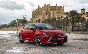 01-Toyota-Corolla-HB-2_0L-Red-Bi-Tone
