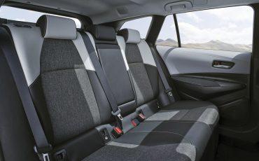 01-Toyota-Corolla-Interieur