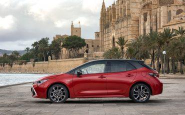 02-Toyota-Corolla-HB-2_0L-Red-Bi-Tone