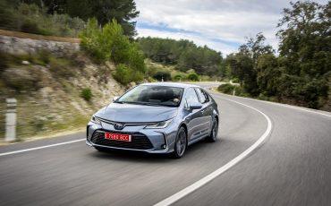 02-Toyota-Corolla-Sedan-1_8L_Grey