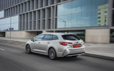 02-Toyota-Corolla-TS-1_8L_Platinum