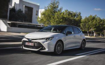 03-Toyota-Corolla-HB-1_8L-White-Bi-Tone