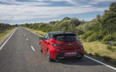 03-Toyota-Corolla-HB-2_0L-Red-Bi-Tone
