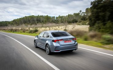 03-Toyota-Corolla-Sedan-1_8L_Grey