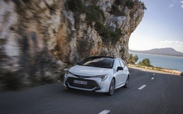 04-Toyota-Corolla-HB-1_8L-White-Bi-Tone