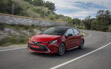 04-Toyota-Corolla-HB-2_0L-Red-Bi-Tone