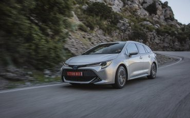 04-Toyota-Corolla-TS-1_8L_Platinum