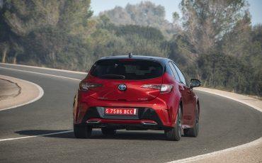05-Toyota-Corolla-HB-2_0L-Red-Bi-Tone