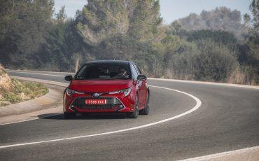 06-Toyota-Corolla-HB-2_0L-Red-Bi-Tone