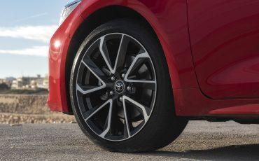 08-Toyota-Corolla-HB-2_0L-Red-Bi-Tone