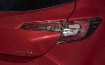 09-Toyota-Corolla-HB-2_0L-Red-Bi-Tone
