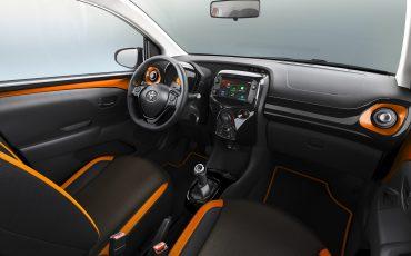 Toyota-AYGO-met-twee-speciale-edities-op-Autosalon-van-Geneve-Interior-Toyota-AYGO-x-cite