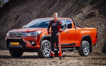 02-Toyota-Hilux-Challenger-voor-Dakar-coureur-Bernhard-ten-Brinke