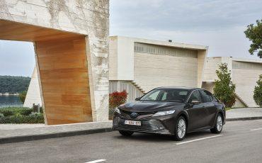 02_Toyota-introduceert-de-nieuwe-Camry-Hybrid