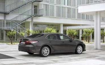 05_Toyota-introduceert-de-nieuwe-Camry-Hybrid