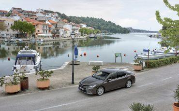08_Toyota-introduceert-de-nieuwe-Camry-Hybrid