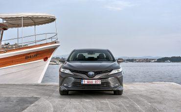 10_Toyota-introduceert-de-nieuwe-Camry-Hybrid