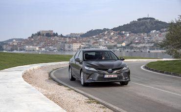 14_Toyota-introduceert-de-nieuwe-Camry-Hybrid