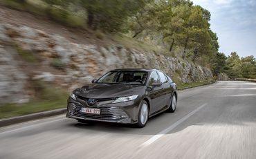 19_Toyota-introduceert-de-nieuwe-Camry-Hybrid