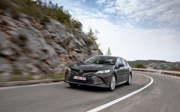 22_Toyota-introduceert-de-nieuwe-Camry-Hybrid
